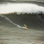 Jason Plakow sur le spot de Nazaré au Portugal